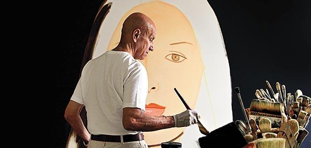 Katz travaillant sur l'une de ses toiles