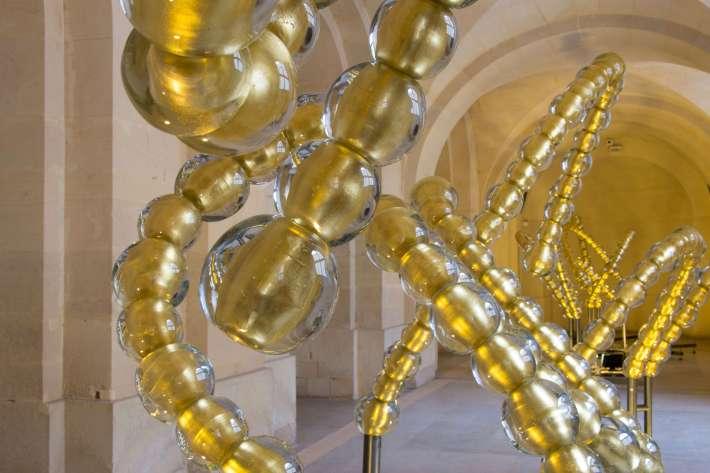 Jean-Michel Othoniel. L'Entrée d'Apollon, 2013. Sculpture fontaine pour le bosquet du Théâtre d'Eau dans l'atelier de Versailles. © Château de Versailles / Thomas Garnier