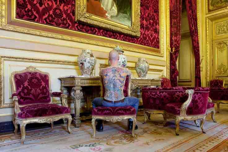 "Vue de l'exposition Wim Delvoye ""Au Louvre"", ""Tim"", Peau tatouée / Tattooed skin Photo: Guillaume Ziccarelli © Studio Wim Delvoye, Belgique"